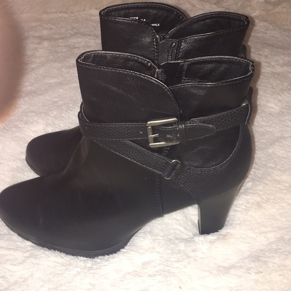 Rialto Shoes   Size Black Booties